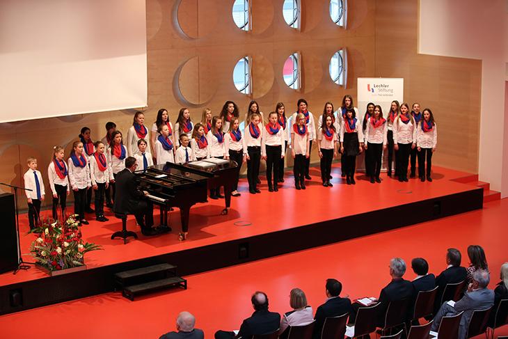 Die Aufführung des Jungen Kammerchors unter der Leitung von Herrn Clemens König.