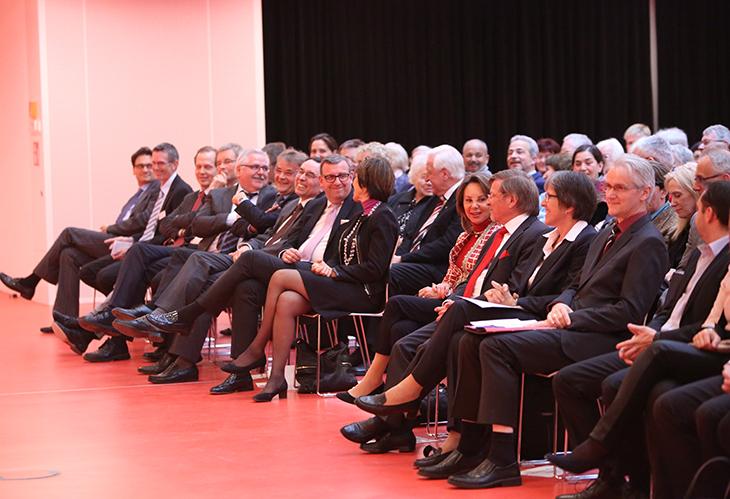 Das Auditorium lauscht gespannt den Vorträgen.
