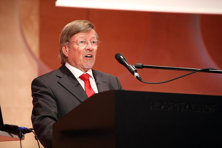 Herr Walter H. Lechler stellt den Stifter, die Stifterfamilie und die Stiftung vor.